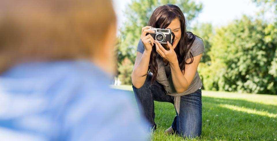 Ce nu trebuie sa lipseasca din geanta unei mamici moderne: aparat foto