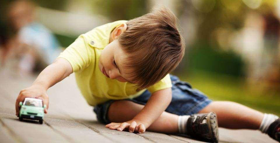 Copilul isi doreste un obiect sau o activitate la care nu poate avea acces
